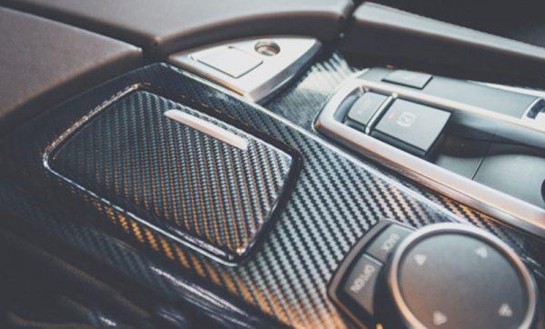 Cum se aplica folia auto pentru colantare? 2 Metode de aplicare folie auto – umed sau uscat?